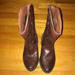 ✨Cowboy Boots! Must have size 4✨